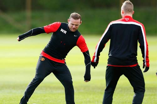 MU: Fellaini ngồi nhà, Rooney lên máy bay - 7