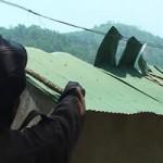 Tin tức trong ngày - Lốc xoáy kinh hoàng, hàng trăm mái nhà bị cuốn phăng
