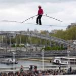 Phi thường - kỳ quặc - Video: Thót tim vì màn trình diễn trên độ cao 25 mét