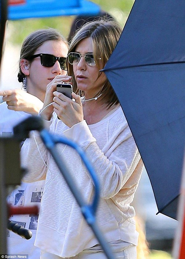 Vợ cũ Brad Pitt gây sốc với gương mặt già nua - 5