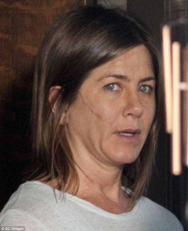 Vợ cũ Brad Pitt gây sốc với gương mặt già nua - 2