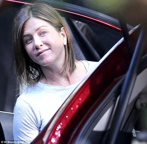 Vợ cũ Brad Pitt gây sốc với gương mặt già nua - 3