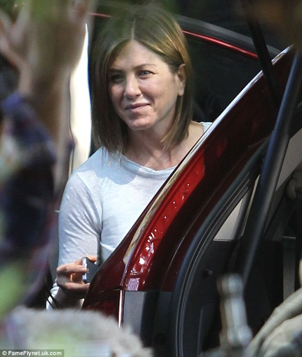 Vợ cũ Brad Pitt gây sốc với gương mặt già nua - 4