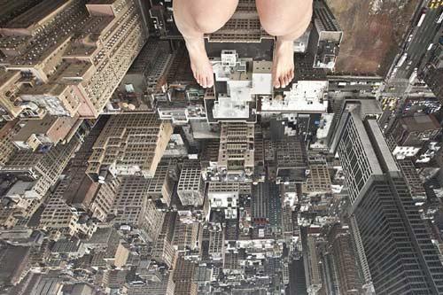 Toát mồ hôi vì nữ nhiếp ảnh gia lơ lửng trên cao - 2