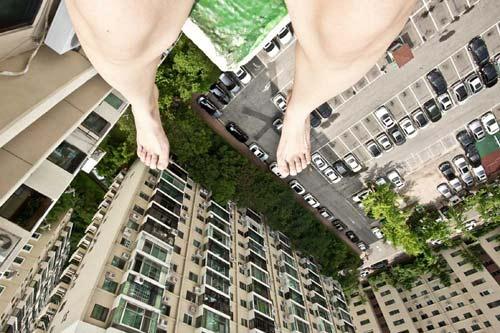 Toát mồ hôi vì nữ nhiếp ảnh gia lơ lửng trên cao - 5