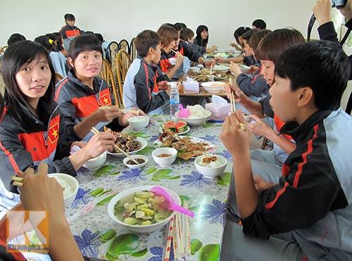 Đội tuyển nữ Việt Nam được học…ăn - 2