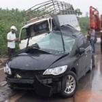 Tin tức trong ngày - Taxi mất lái đấu đầu xe tải, 6 người thương vong