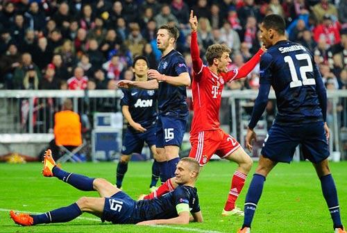 """MU dính đòn knock-out: """"Thảm họa"""" Munich! - 2"""