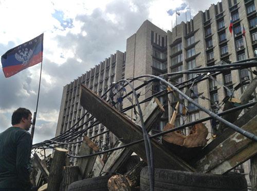 Ukraine quyết tái chiếm miền đông trong 48 giờ - 1