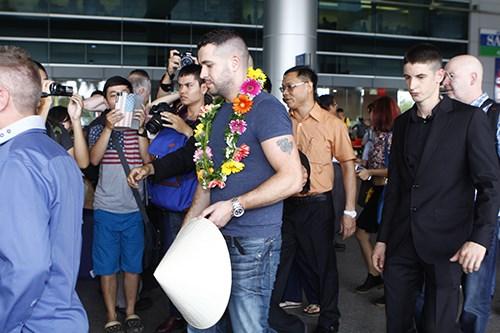 Quán quân The X-Factor Anh bắt tay fan Việt - 11