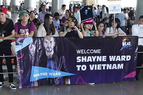 Quán quân The X-Factor Anh bắt tay fan Việt - 17