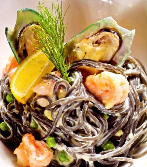 Pasta đen hải sản: Món ngon mang hương vị biển - 1