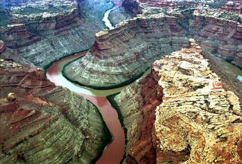Đẹp lạ những dòng sông có hai màu tương phản - 2