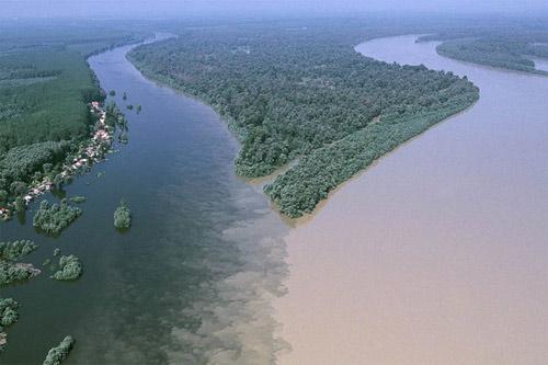 Đẹp lạ những dòng sông có hai màu tương phản - 8