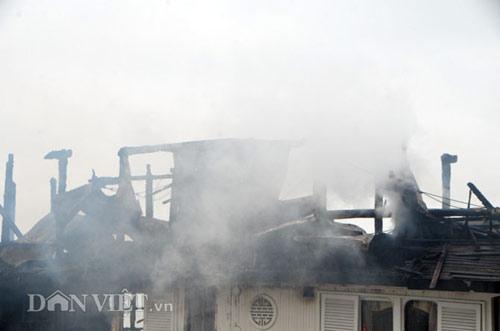 Chùm ảnh: Tàu du lịch bốc cháy mịt mù vịnh Hạ Long - 11