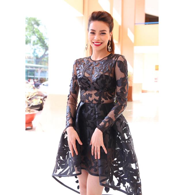 Bộ cánh xuyên thấu & nbsp;mới đây của Hà Hồ khi cô làm giám khảo X-Factor rất đẹp mắt.