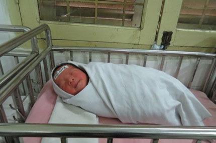 Xót xa bé sơ sinh bị mẹ đẻ bỏ rơi tại bệnh viện - 2