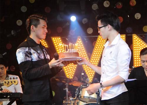 Quốc Thiên đón sinh nhật trên sân khấu thủ đô - 8