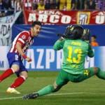 """Bóng đá - Atletico """"hành hạ"""" khung thành Barca"""