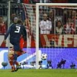 Bóng đá - Evra lập siêu phẩm, Robben không chịu kém