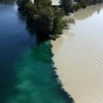 Du lịch - Đẹp lạ những dòng sông có hai màu tương phản