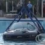 Ô tô - Xe máy - Video trục vớt Chevrolet Camaro ZL1 dưới bể bơi