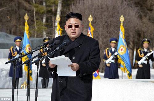 Kính đen, mốt mới của nhà lãnh đạo Kim Jong-un - 1