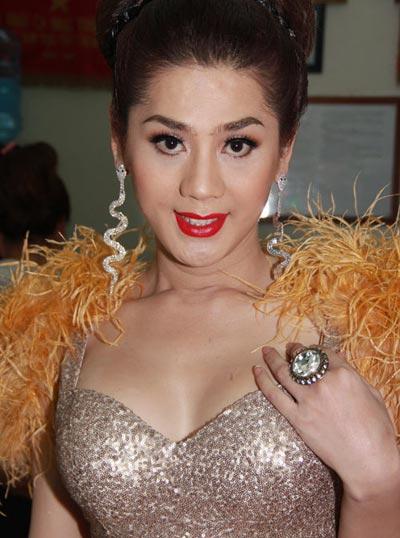 Người đẹp Việt vỗ ngực tự khoe nhan sắc - 2