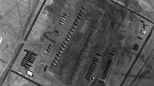 NATO công bố hình ảnh Nga dồn quân áp sát Ukraine - 2