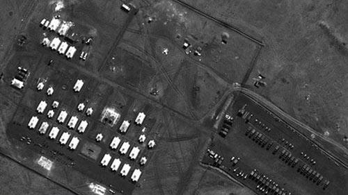 NATO công bố hình ảnh Nga dồn quân áp sát Ukraine - 4