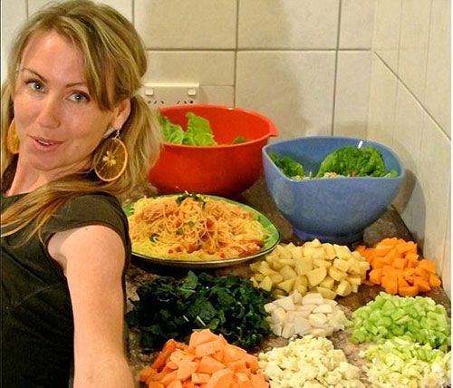 Thiếu nữ dáng chuẩn ăn 51 quả chuối mỗi ngày - 4
