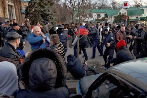 Ukraine: Dân Donetsk đòi lập quân đội riêng - 2