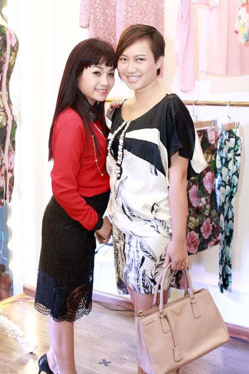 Giáo sư Cù Trọng Xoay đưa vợ bầu đi shopping - 11