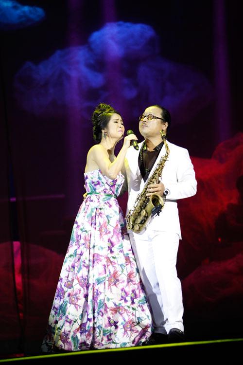 """Tùng Dương """"quái dị"""" với nhạc Trịnh - 10"""
