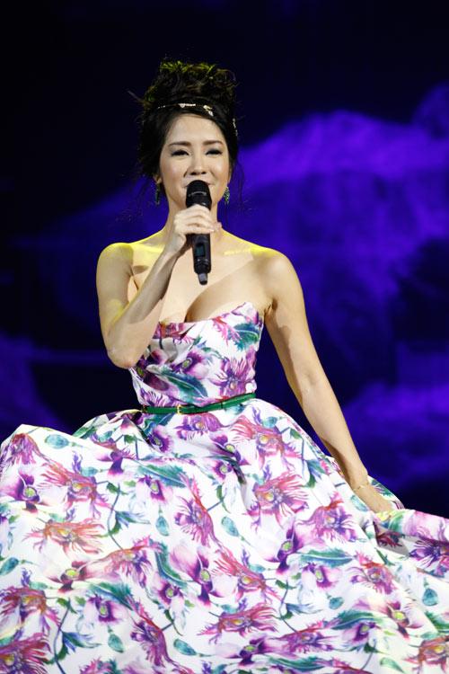 """Tùng Dương """"quái dị"""" với nhạc Trịnh - 2"""