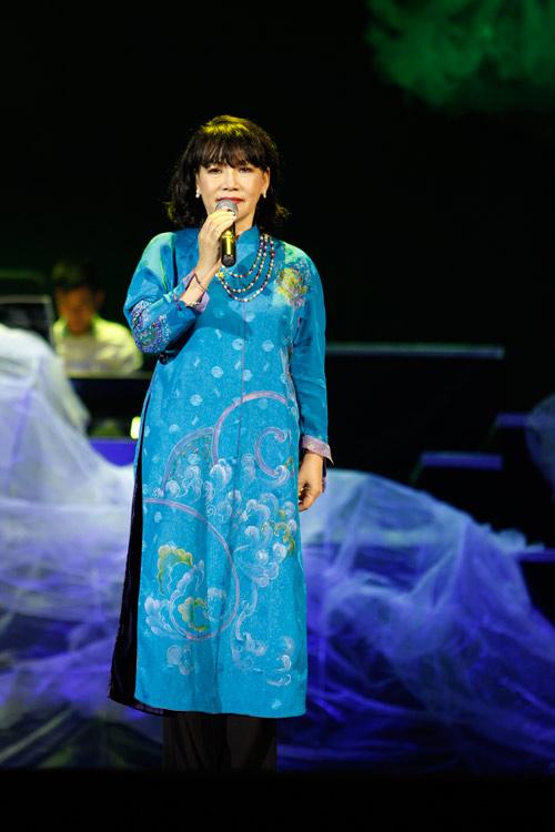 """Tùng Dương """"quái dị"""" với nhạc Trịnh - 16"""