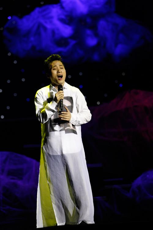 """Tùng Dương """"quái dị"""" với nhạc Trịnh - 4"""