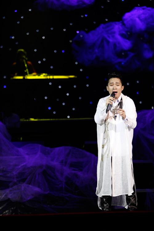 """Tùng Dương """"quái dị"""" với nhạc Trịnh - 7"""