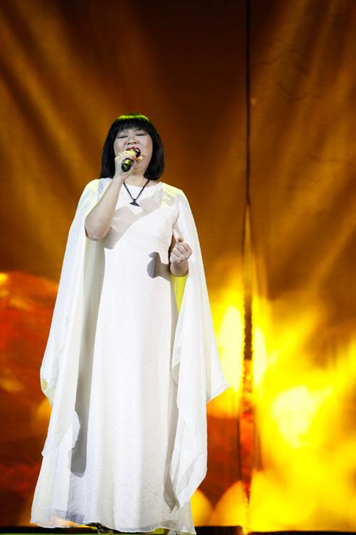"""Tùng Dương """"quái dị"""" với nhạc Trịnh - 14"""