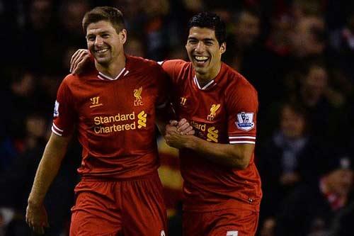 Suarez, Gerrard – Aguero, Toure: Kinh điển ở Anfield - 1