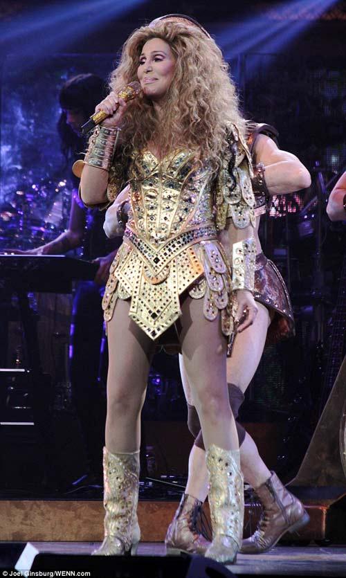 67 tuổi, diva Cher vẫn gây sốc - 11