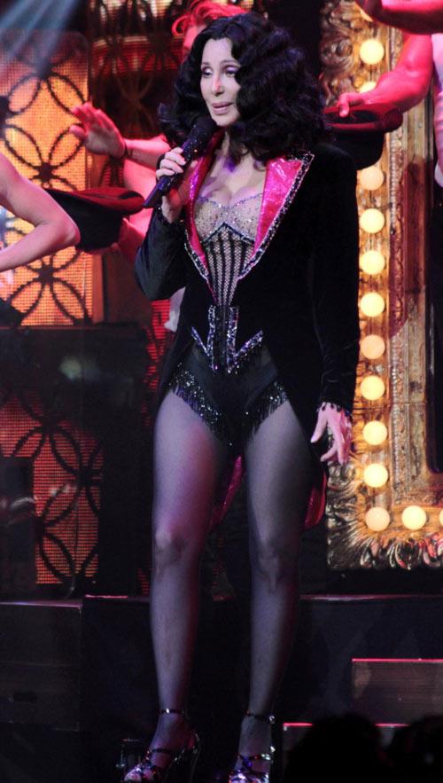 67 tuổi, diva Cher vẫn gây sốc - 9