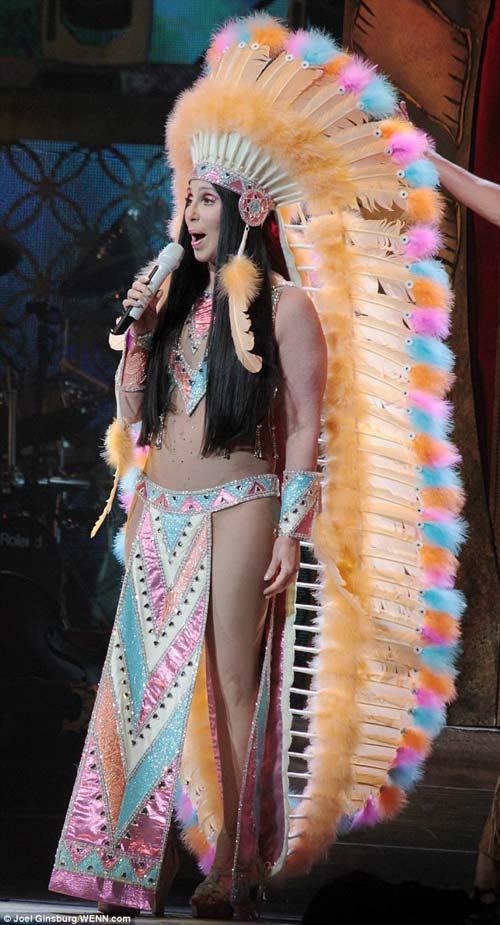 67 tuổi, diva Cher vẫn gây sốc - 10