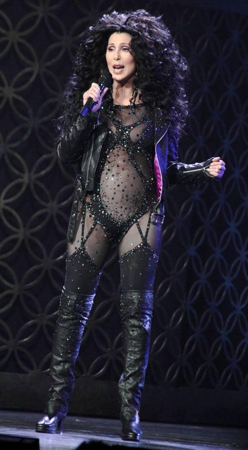 67 tuổi, diva Cher vẫn gây sốc - 7
