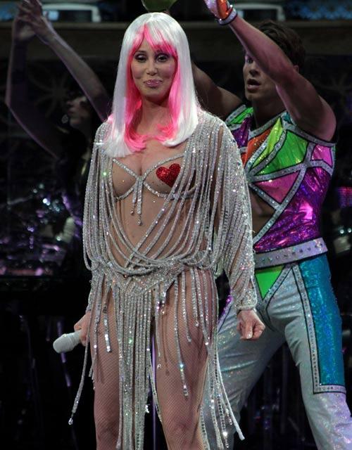 67 tuổi, diva Cher vẫn gây sốc - 2
