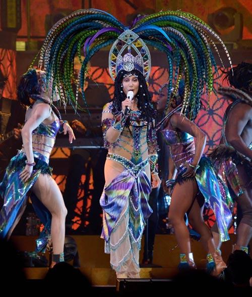 67 tuổi, diva Cher vẫn gây sốc - 5