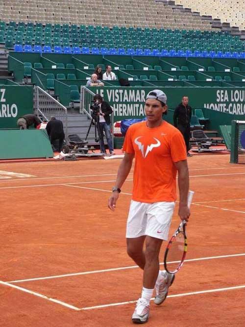 Nadal bất ngờ đổi vợt mới trong mùa đất nện - 1