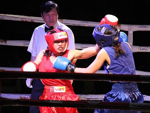 Nữ võ sĩ đổ máu ngày khai màn giải võ Việt - 1