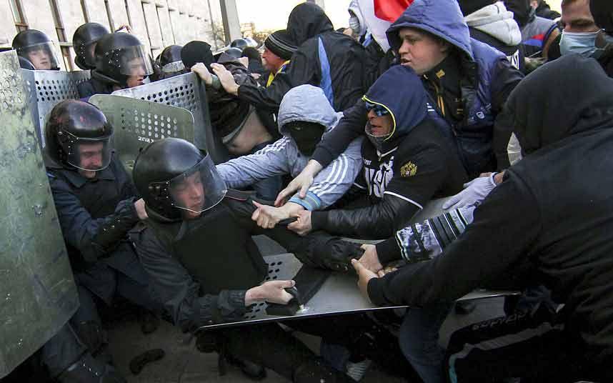 Ảnh ấn tượng: Nghị sĩ Ukraine đấm nhau túi bụi - 8