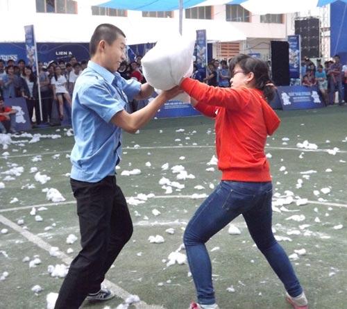 """Giới trẻ TPHCM và trận """"gối chiến"""" nhớ đời - 6"""
